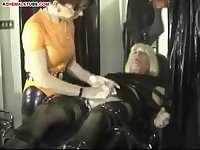 Hard handjob for crossdressed tranny